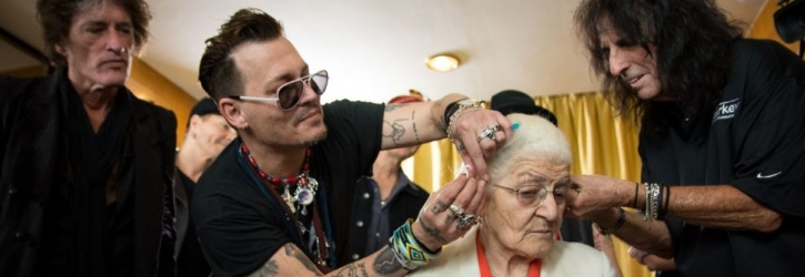 Johnny Depp to Receive Charity Award for His Support of Cancer Patients in Need